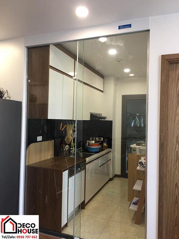 Cửa kính lùa ngăn phòng bếp sang trọng