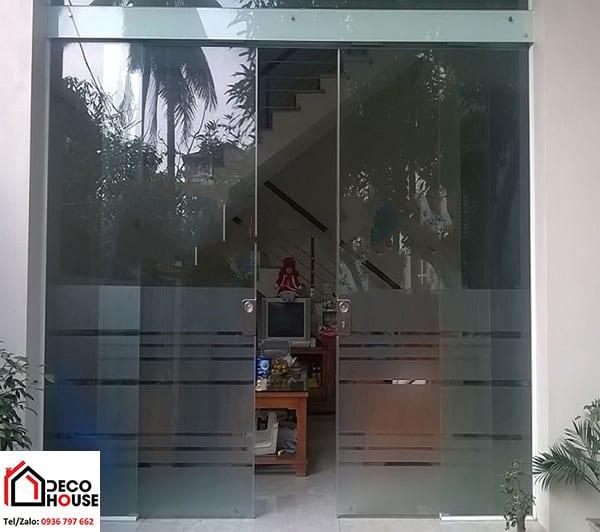 Mẫu cửa kính phòng khách đẹp