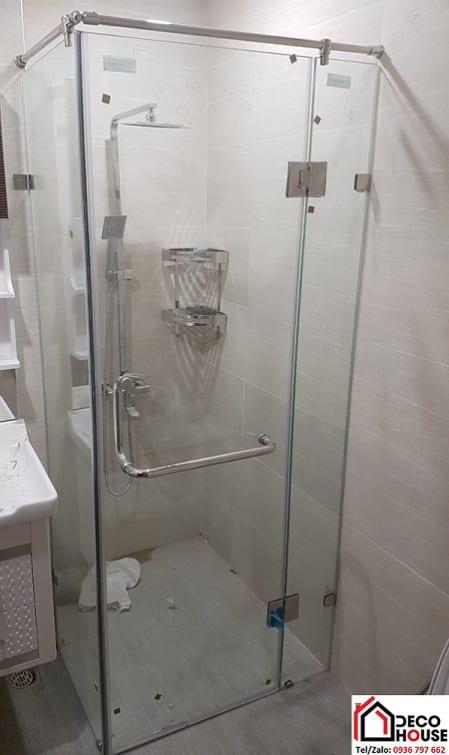Phòng tắm kính nhỏ vuông góc