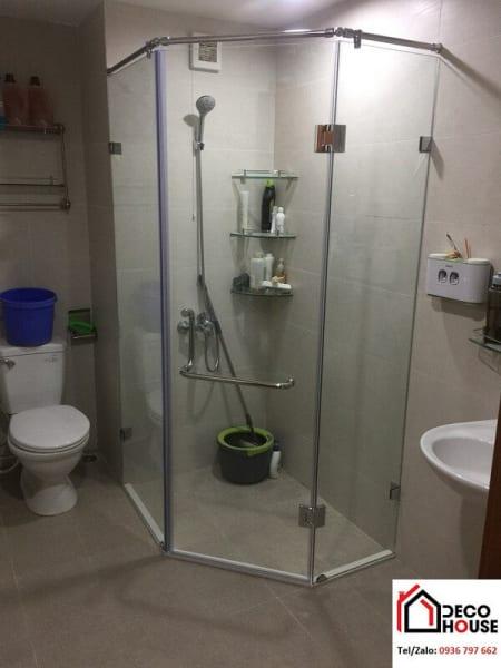 Vách kính nhà tắm nhỏ vát góc