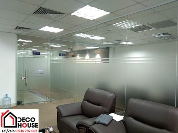 Vách kính văn phòng tạo không gian riêng tư